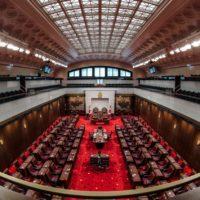 Le nouveau Sénat, moins partisan, jouit d'une confiance renouvelée