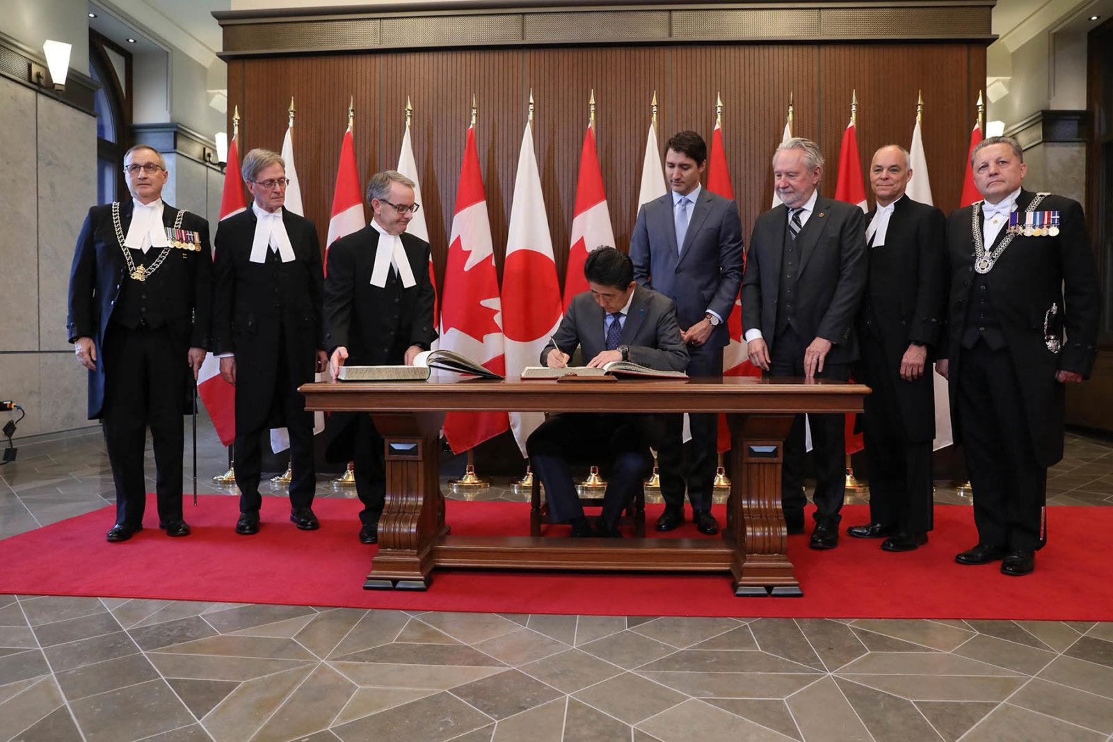 PHOTOS | Le sénateur Harder accueillit le Premier ministre du Japon