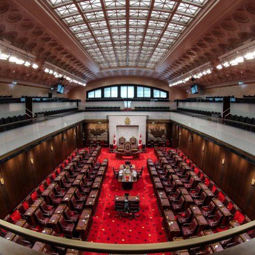 L'ensemble du Sénat dans une nouvelle Chambre temporaire